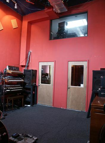 Live tracking room front view